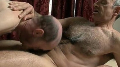 Hairy Mature slut Gets Massage And Fucks The Masseur