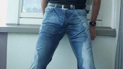 Jeans Piss auf dem Balkon...